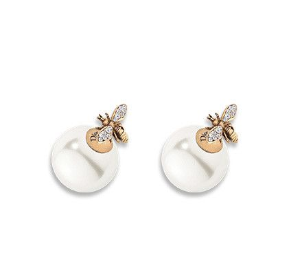 To Frame The Face With A Touch Of Sophisticated Femininity Range Dior Earrings Features Fine Pearls White Pink Or Yellow Gold And Sparkling