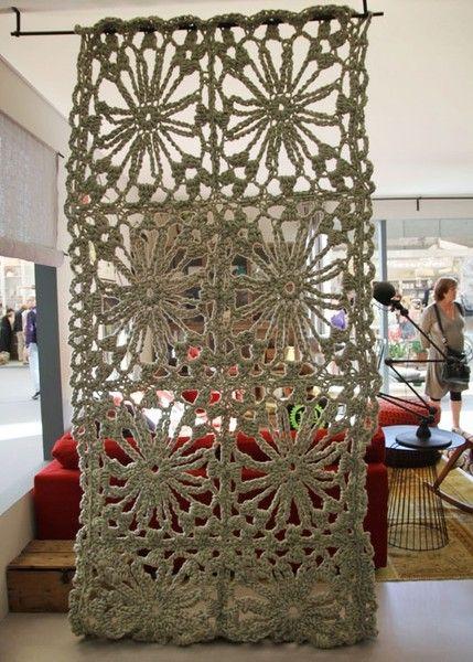 Una cortina de ganchillo para separar ambientes visillos for Cortinas para separar ambientes