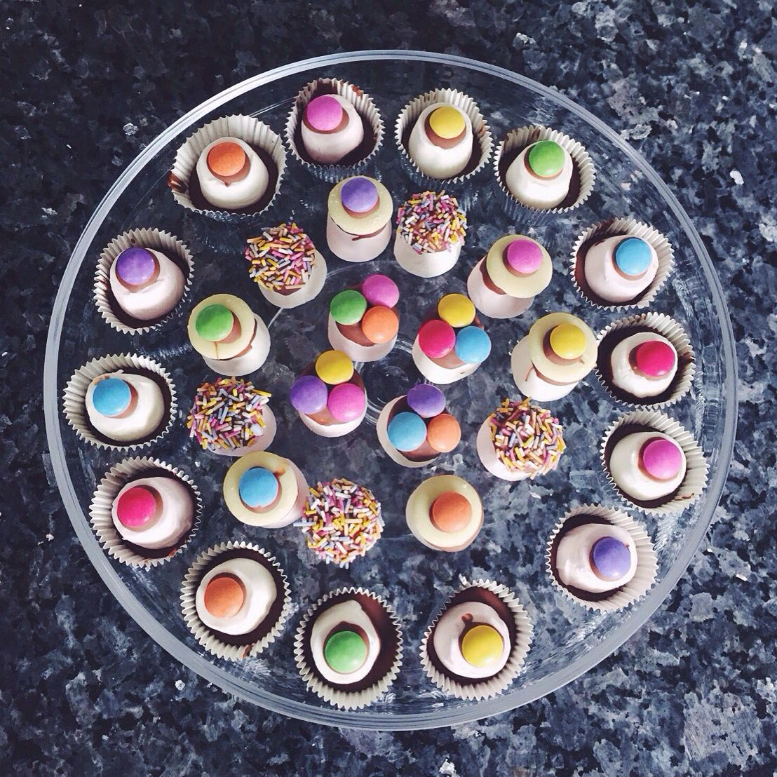 Top Hats Marshmallows Chocolate Smarties Party Food Treats Small Kids Easy Birthday Bbq Chocolate Topping Kid Friendly Meals