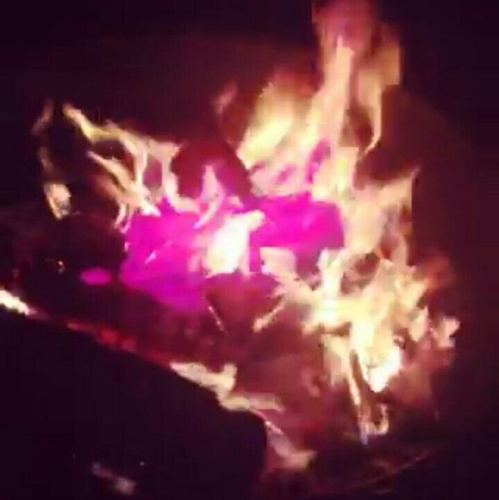 It S A Girl We Burned Lithium Chloride Disolved In Heet In Our Campfire For This Effect Fantastic Bright Results Gender Reveal Gender Reveal