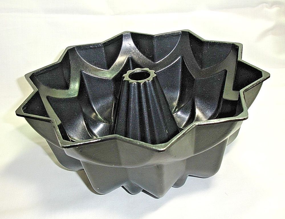 Nordic ware star bundt pan 10 cup cast aluminum excellent