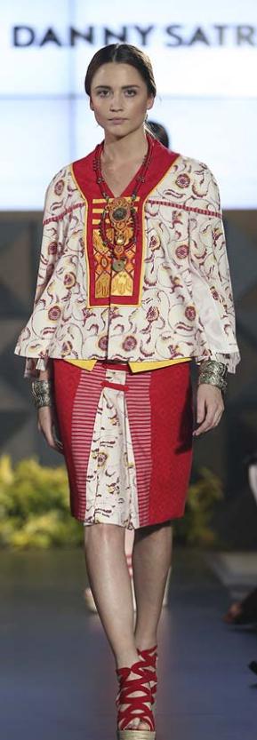 """Kembang Kirana"" for FIMELAFest Batik Fashion Week 2015 Arkamaya by Danny Satriadi"