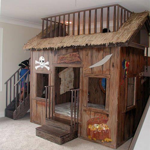 Photo of Treppe auf der einen Seite, Rutsche auf der anderen, Bett & Bett, Tafelwand, …