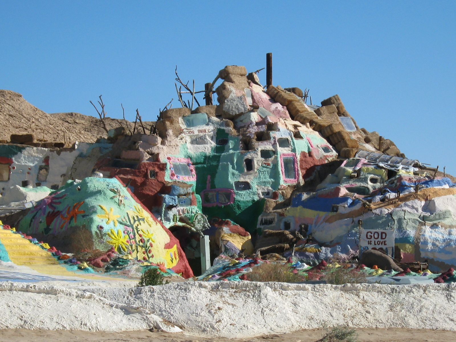 Salvation Mountain Slab City Slab City Travel Usa Places To See