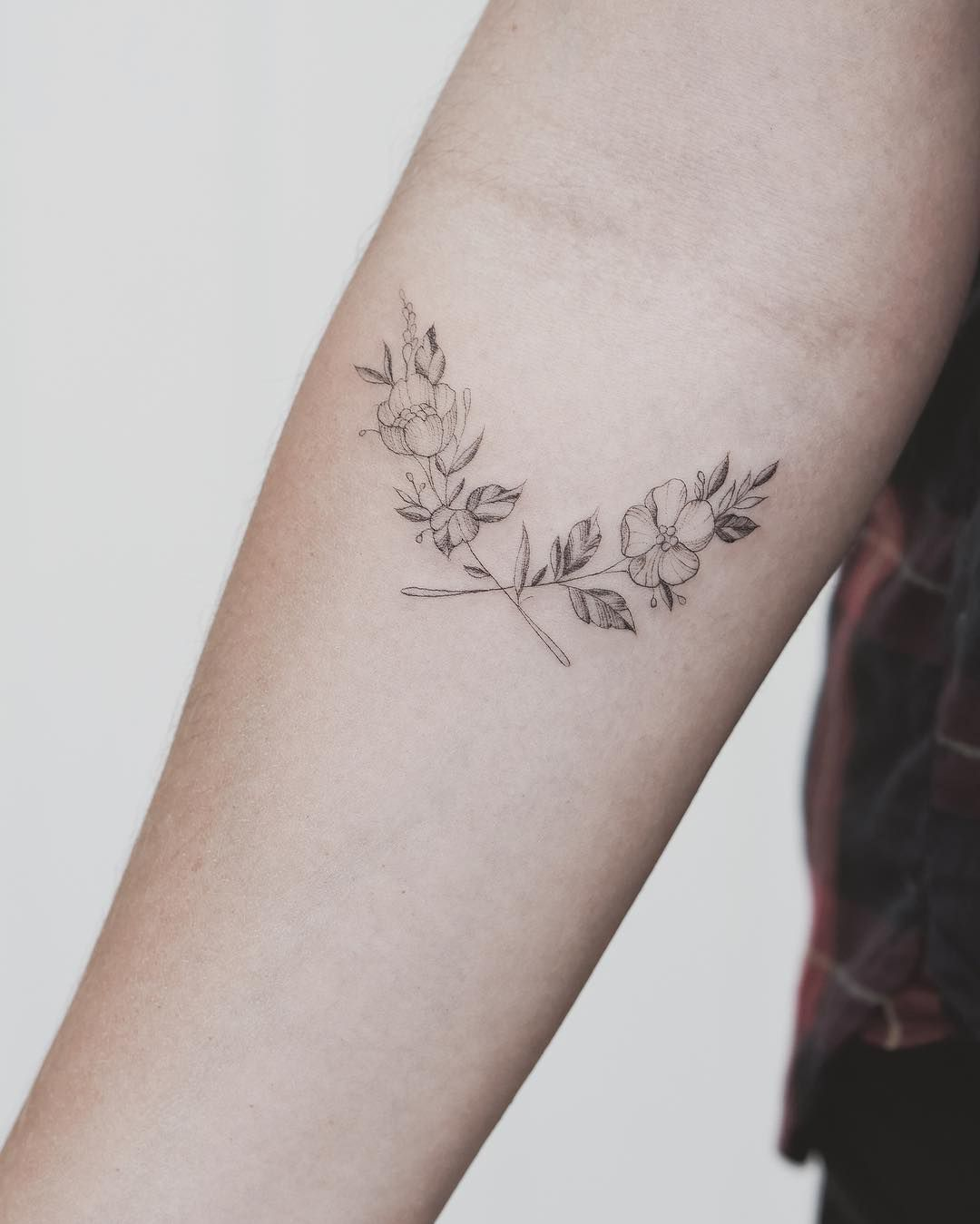 Single Needle Tattoos With Olive Branch Google Search Single Needle Tattoo Cool Small Tattoos Feminine Arm Tattoos