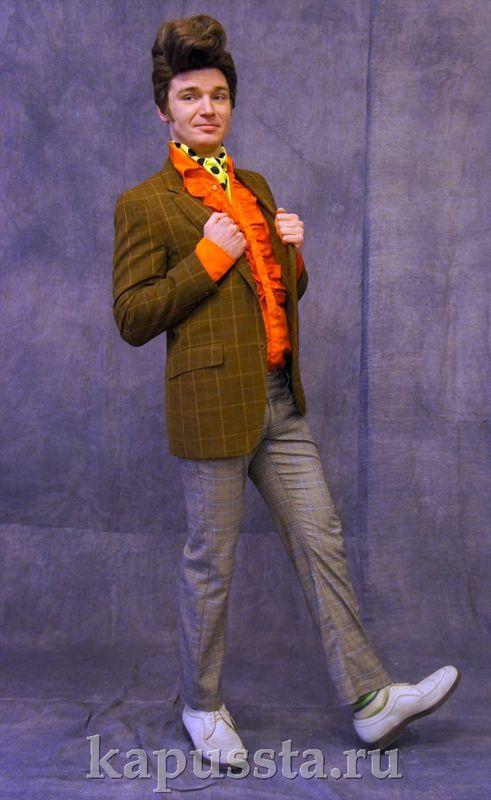 Стиляга в оранжевой рубашке