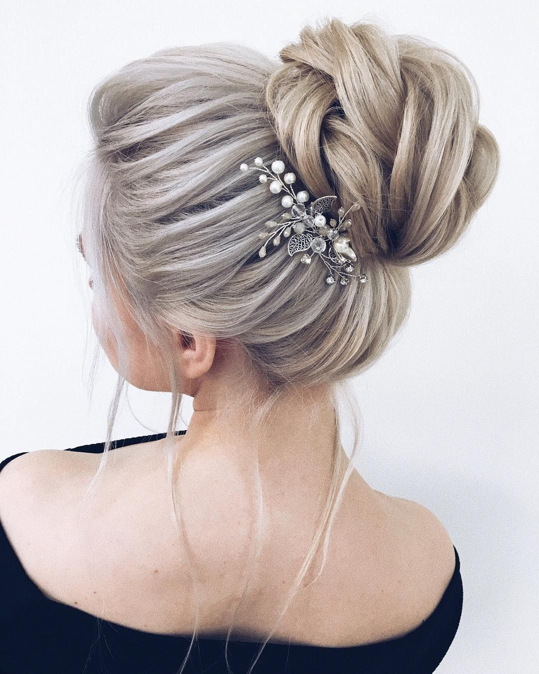 Gorgeous Updo Hairstyle That You'll Love To Try