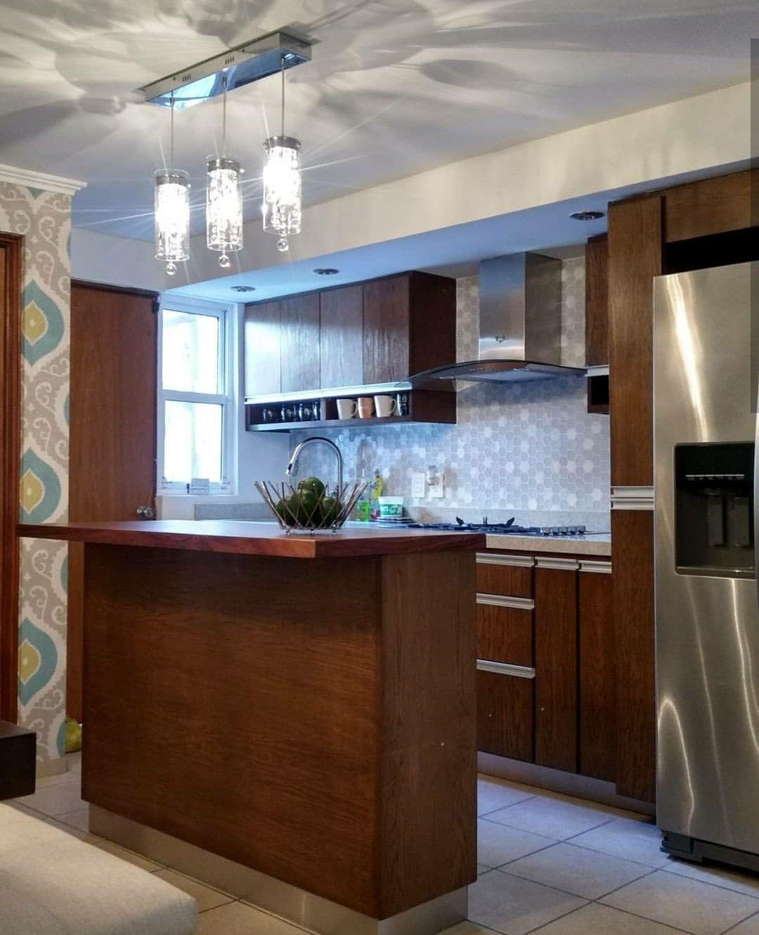 Diseño de cocina. Madera de encino, isla con cubierta de madera de ...
