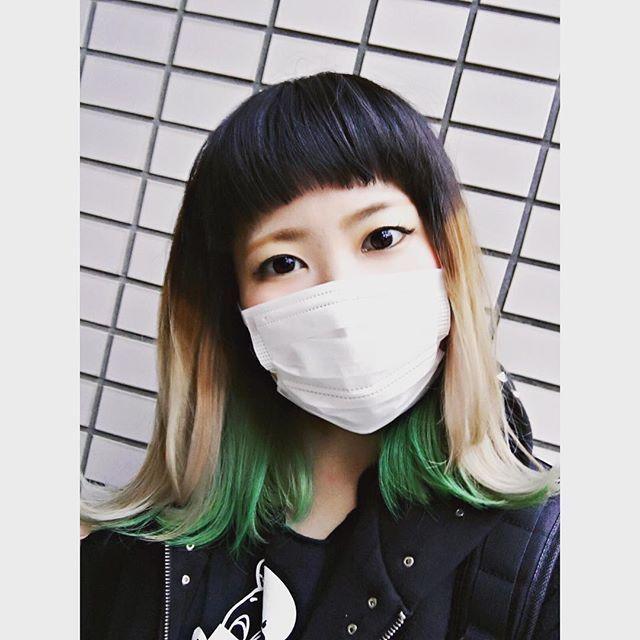 WEBSTA @ taachopper89 - 急遽思い立って、久々に緑にしてみました🤘🏻💚何がしたいかわからない、何トーンなんだこれ🤣💚今日はRADIOTSのツアーファイナルに行くよ〜ん!!LIVEめっちゃ久しぶり!!🔥#セントパトリックデー #マニパニ #緑髪