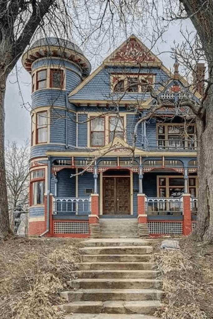 1889 Victorian For Sale In Omaha Nebraska Captivating Houses In 2020 Omaha Nebraska Victorian Homes Old Houses