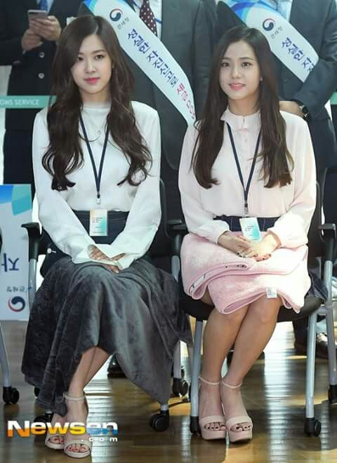 BLACKPINK Incheon Main Customs Ceremony event 170501 Rosé & Jisoo