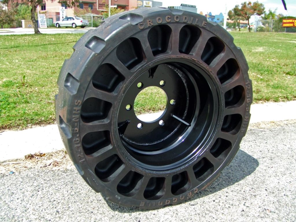 Airless tire wikipedia the free encyclopedia