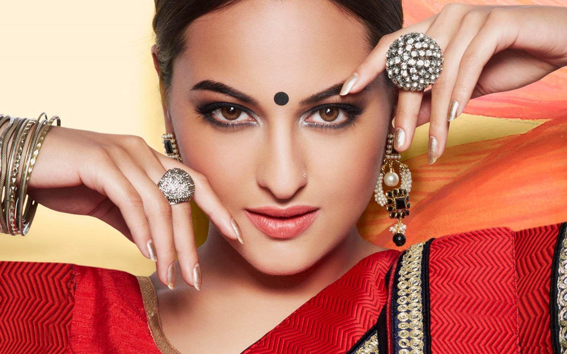Hot Bollywood Actress Sonakshi Sinha Hd Wallpaper 1080p Sonakshi Sinha