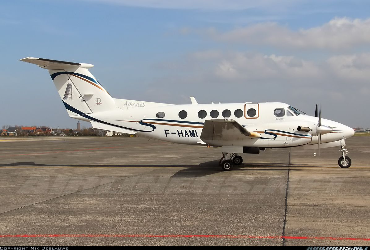 Raytheon B200 King Air aircraft picture General aviation