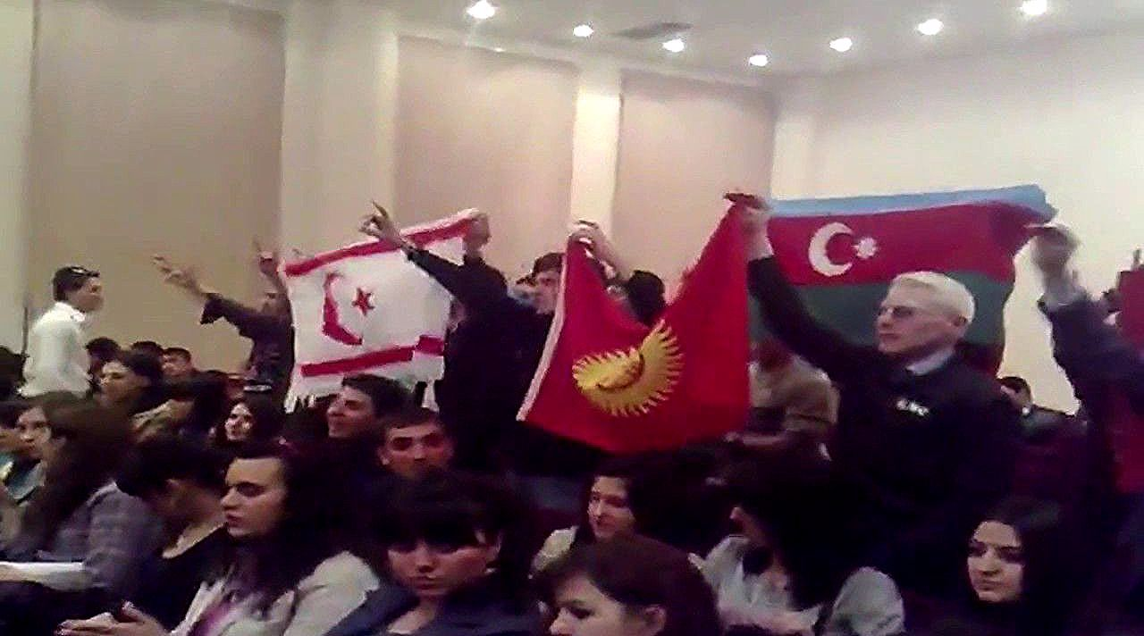 Can Can Azərbaycan جان جان آزربایجان Səmistan In 2020 Christmas Ornaments Holiday Decor Flowers