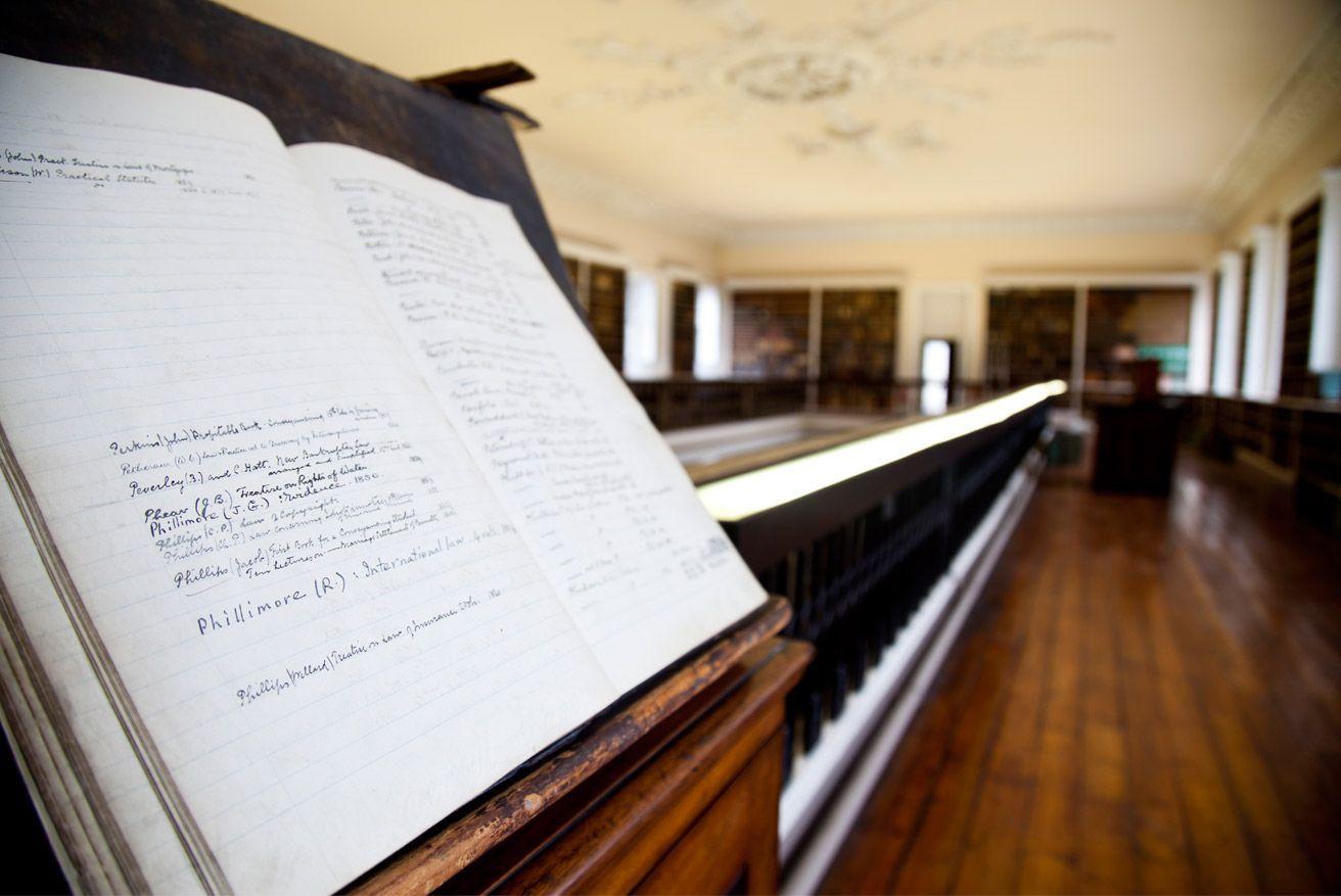 Library - The Honorable Society of King's Inns.  (c) www.kingsinns.ie