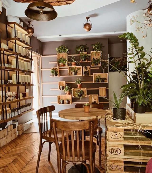 this cozy little café : CozyPlaces | Cafe interior design ...