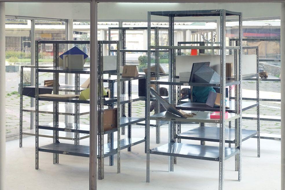 Vista de la instalación Intrusiones, Ricardo Alcaide, Galería Tajamar 2013.