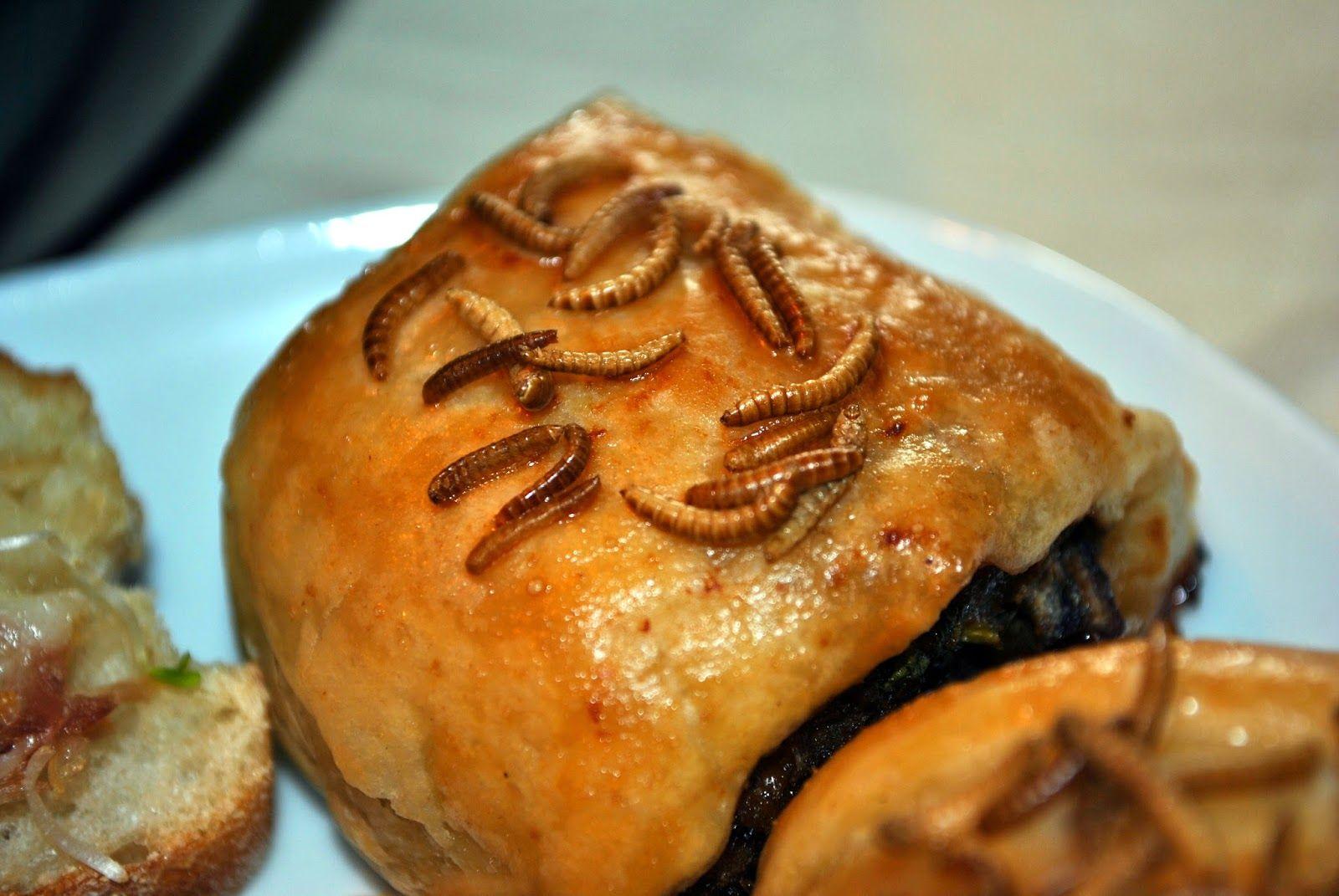 Makkelijk Koken: Mini gehaktbroodjes, gegarneerd met meelwormen