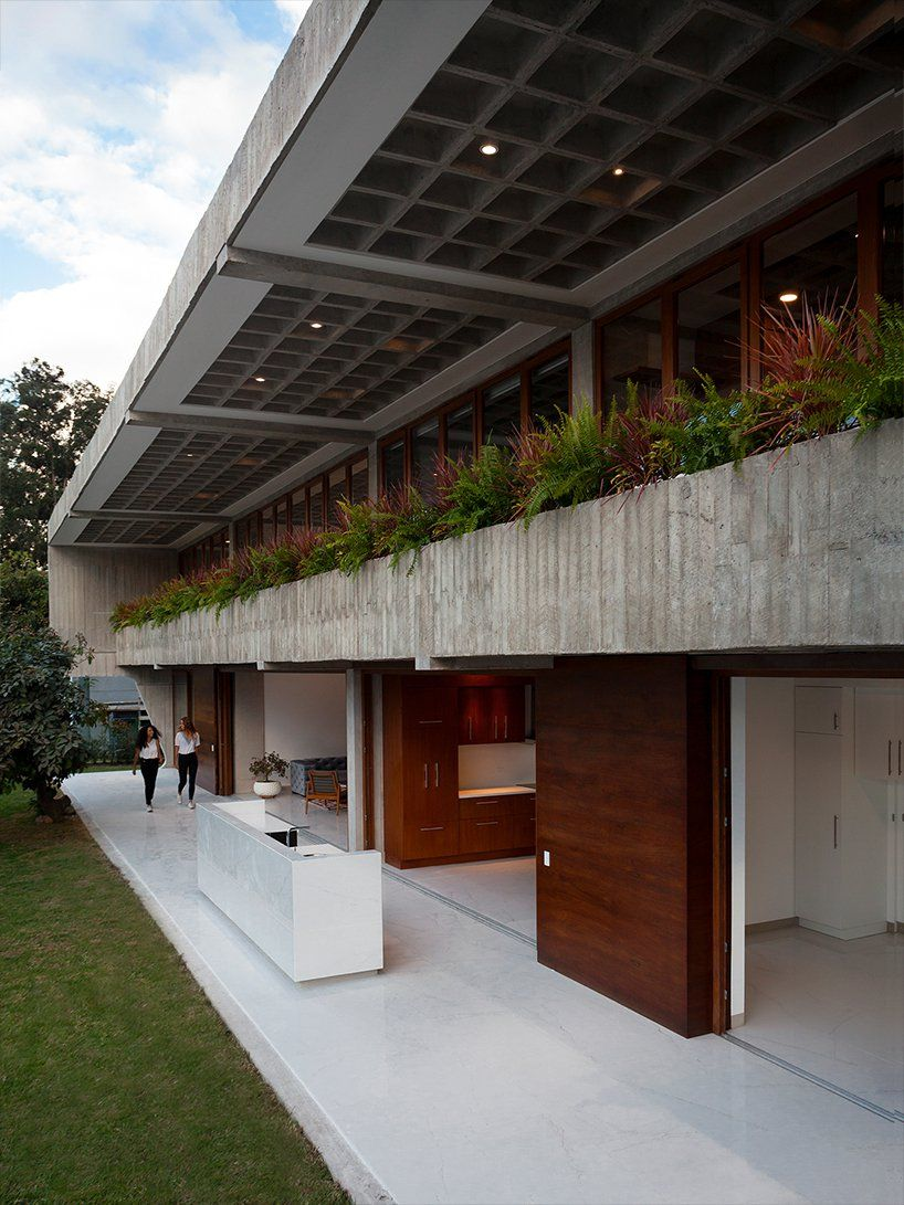 Felipe Escudero S Casa Roca In Ecuador Features Curved Concrete Walls To Hug The Interior Architecture Concrete Wall Concrete Houses
