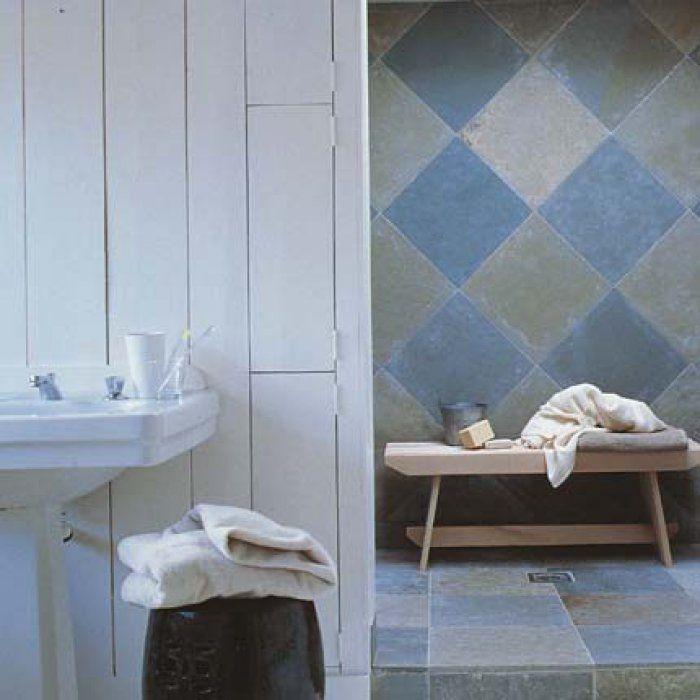 nice Idée décoration Salle de bain - Une salle de bain bleue esprit - refaire un plafond de salle de bain