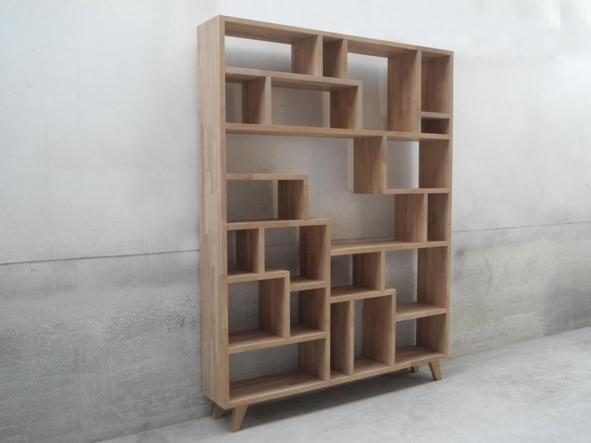 speelse boekenkast in vol hout wood working bookcase household store windows easels