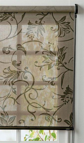 A rolô manual Veneza bege tem estampa floral e perfil com acabamento bronze. Pode ser feito em mais duas cores e com outras opções de tom pa...