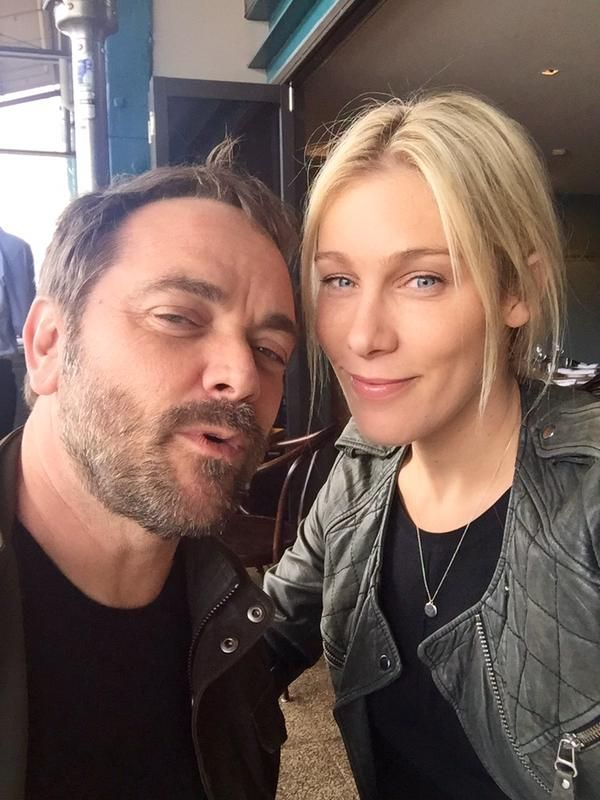 Mark Sheppard med snäll, Fru Sarah Louise Fudge