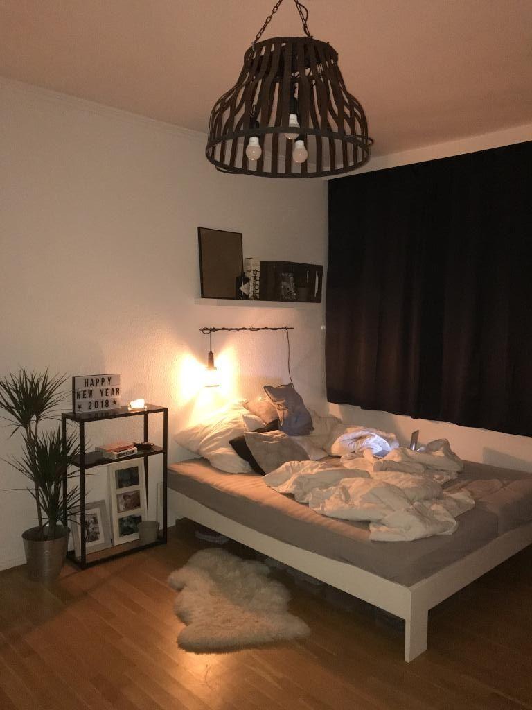Gemütliche WG-Zimmer-Inspirationen. #wgzimmer #schlafzimmer #einrichtung #Bett #bedroom #interior #homeinterior #room #student #cozy #bed #cozybedroom
