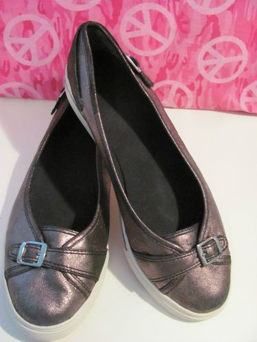 This hot little number by NINE WEST will     satisfy your every style craving    NINE WEST    WOMENS METALLIC     BALLET STYLE SLIP ON    SIZE 11M    MINT CONDITION    FOR PREOWNED    BLACK MARK ON    BOTTOM OF SHOES    DOES NOT EFFECT THE WEAR    & TEAR OF THE SHOES    SEE PICS    2 BUCKLES ONE IN FRONT AND    THE OTHER OUTER SIDE OF SHOES    VERY COMFY    SUPER CUTE    WONDERFUL ADDITION    TO YOUR WARDROBE