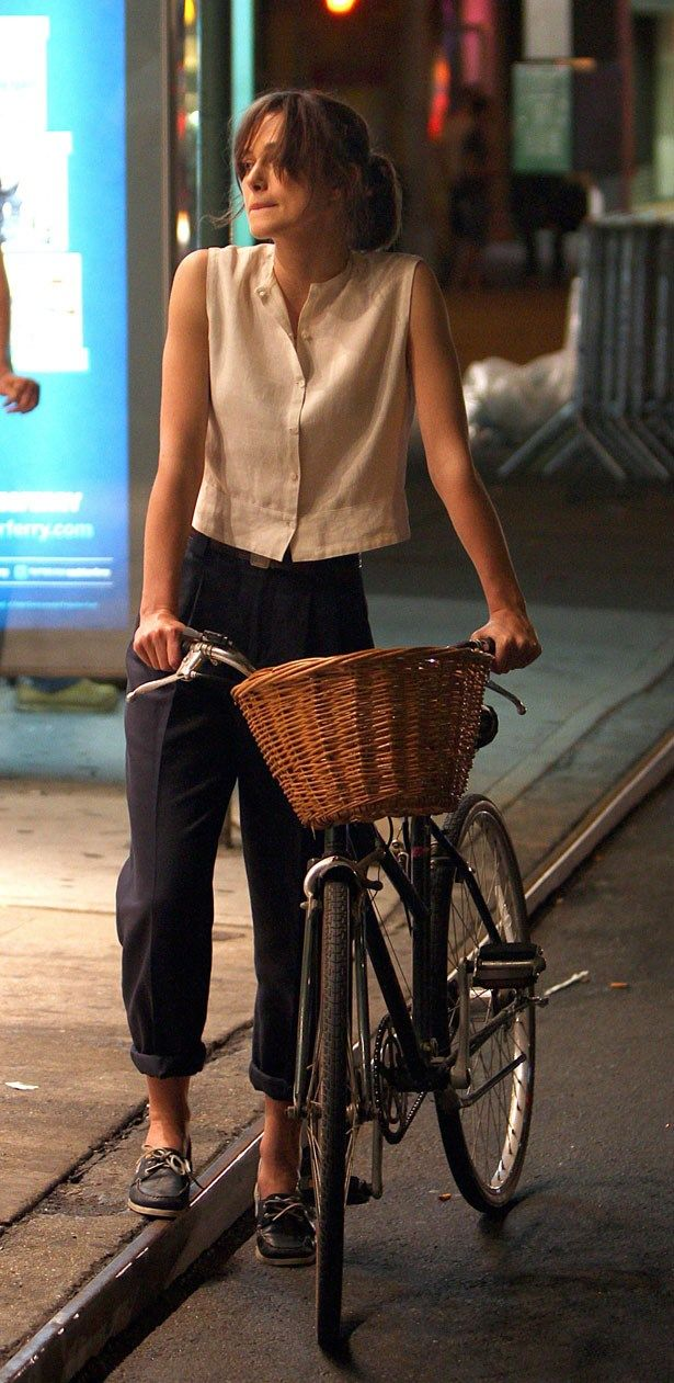 Loose top + Belted boyfriend pants (hems rolled) + Flats
