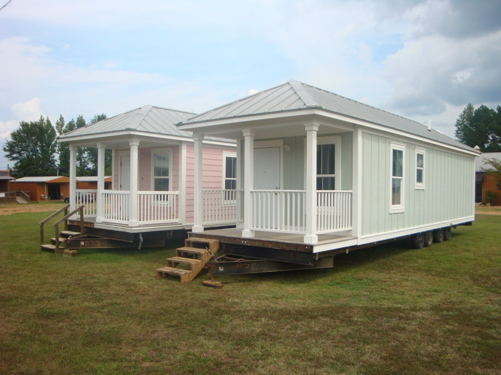 Katrina Cottage 1 Bedroom 1 Bath Completely Remodeled Renting A House House Front Porch 1 Bedroom House