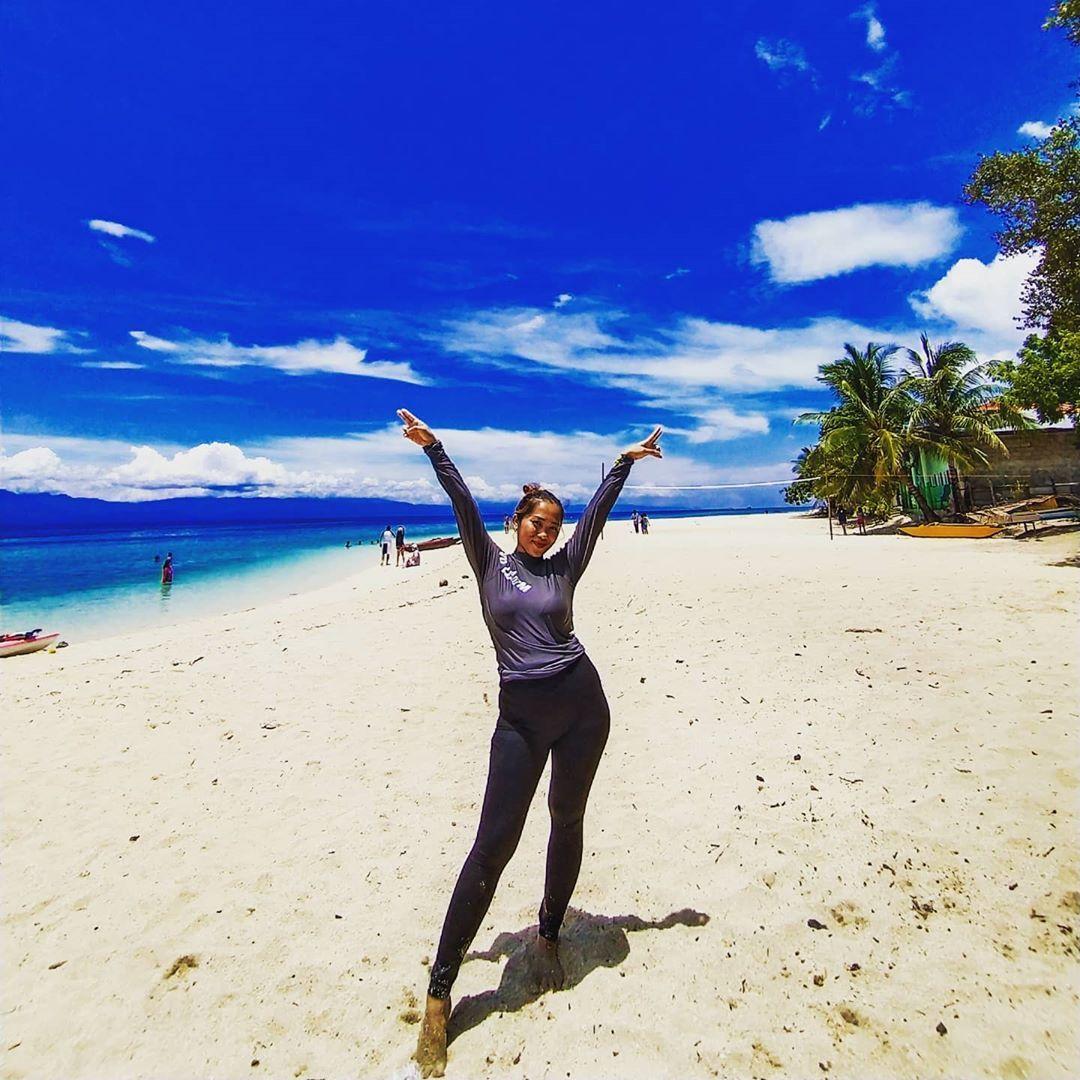 Sky above, sand below, peace within. 😌😌😌🌊🌊🌊 #life #beach #sea #seawaves #sand #saltwater #saltywater #weekends #weekendgetaway #happy #beaches