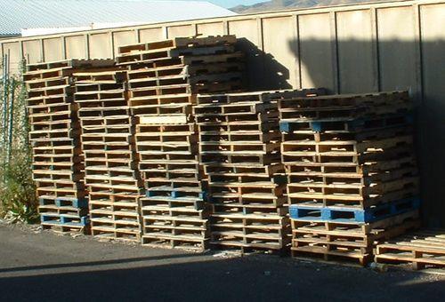 Wooden-pallets SAFE? | Pallet house, Wooden pallets ...