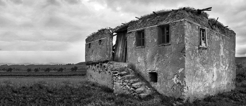 The old and empty house. by Horrendeus