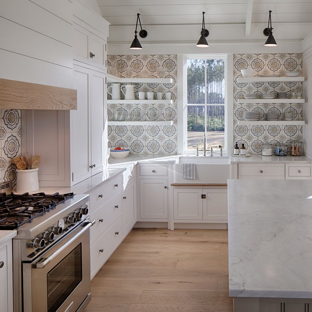 Best Coastal Kitchens Get Beach Themed Kitchens Decor Ideas 2020 Coastal Kitchen Decor Coastal Kitchen Coastal Cottage Kitchen