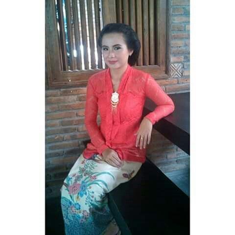 Photo of Kebaya nyonya….my bestfriend,after her graduation ceremony