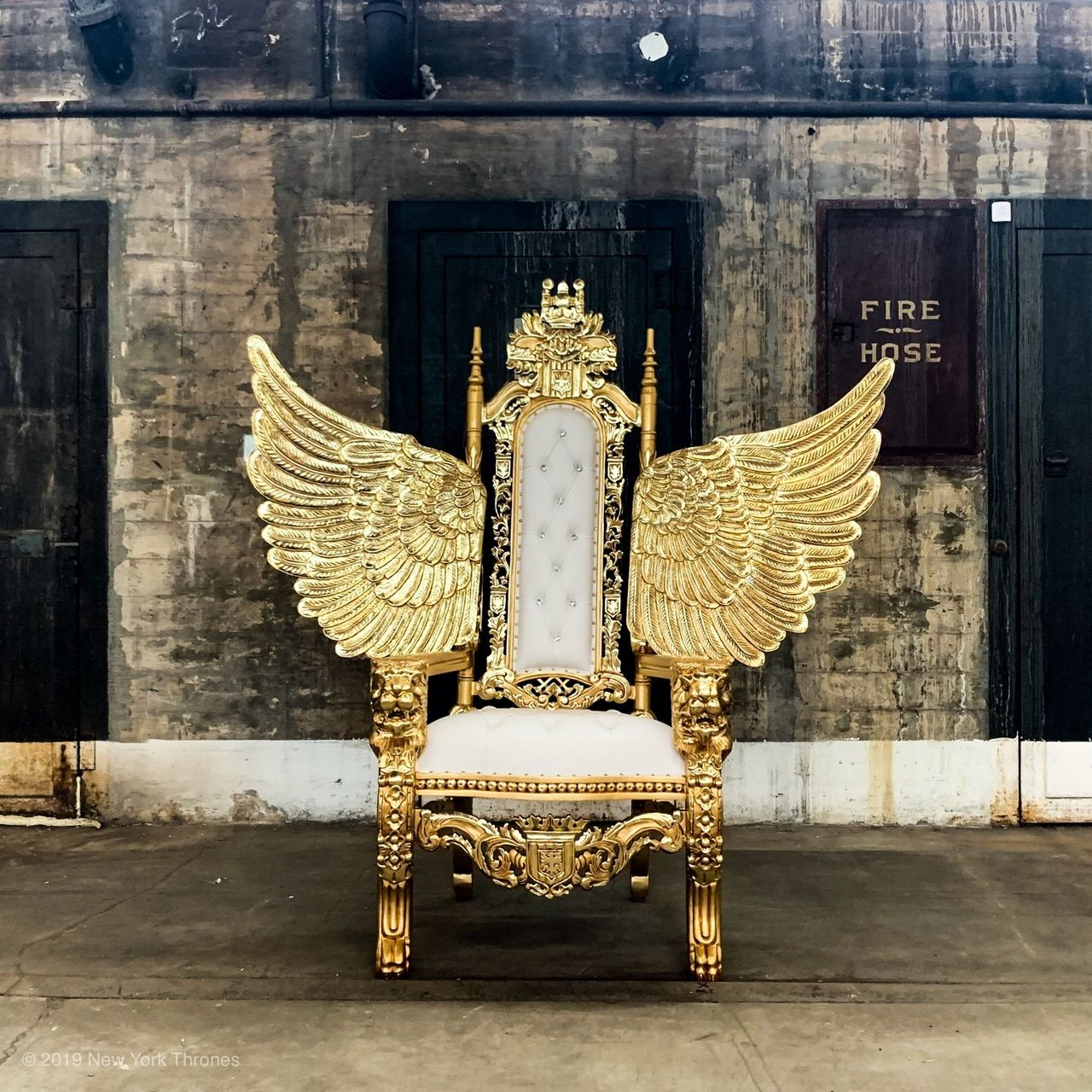 Governors Island Throne Gold White In 2020 Royal Furniture Throne Chair King Chair