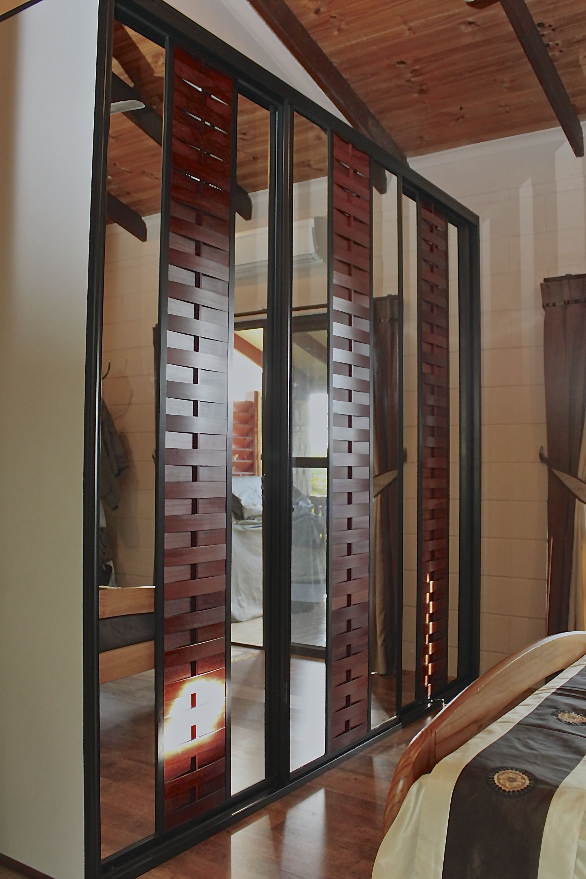 Sukiya Sliding Doors using mirror