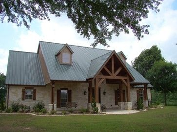 Texas Hill Country Home Design Ideas Pictures Remodel And Decor Country Home Exteriors Green Roof House Ranch House Exterior