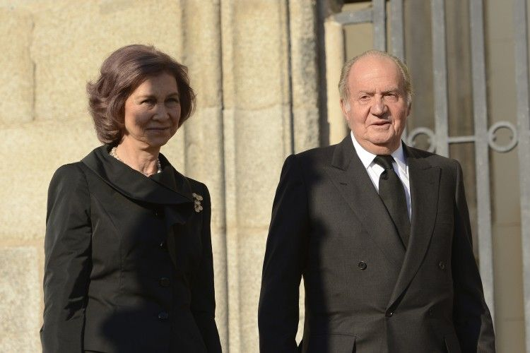 King Juan Carlos and Queen Sofia walked in to the church together.