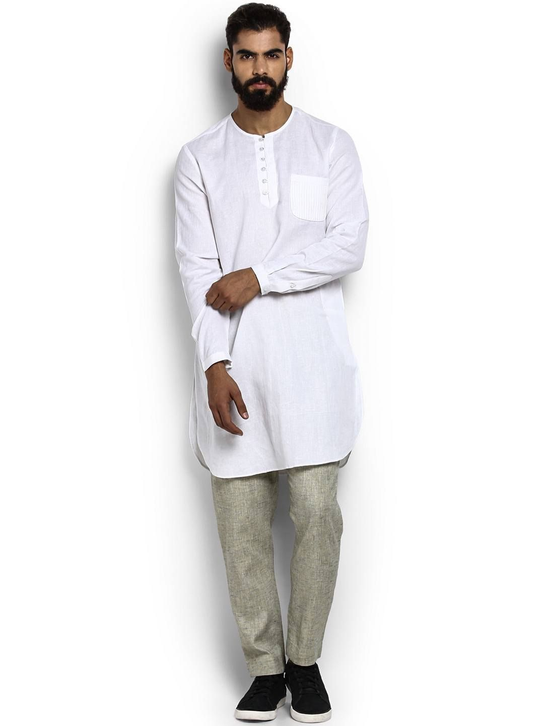 With what things does a white tunic of cotton combine