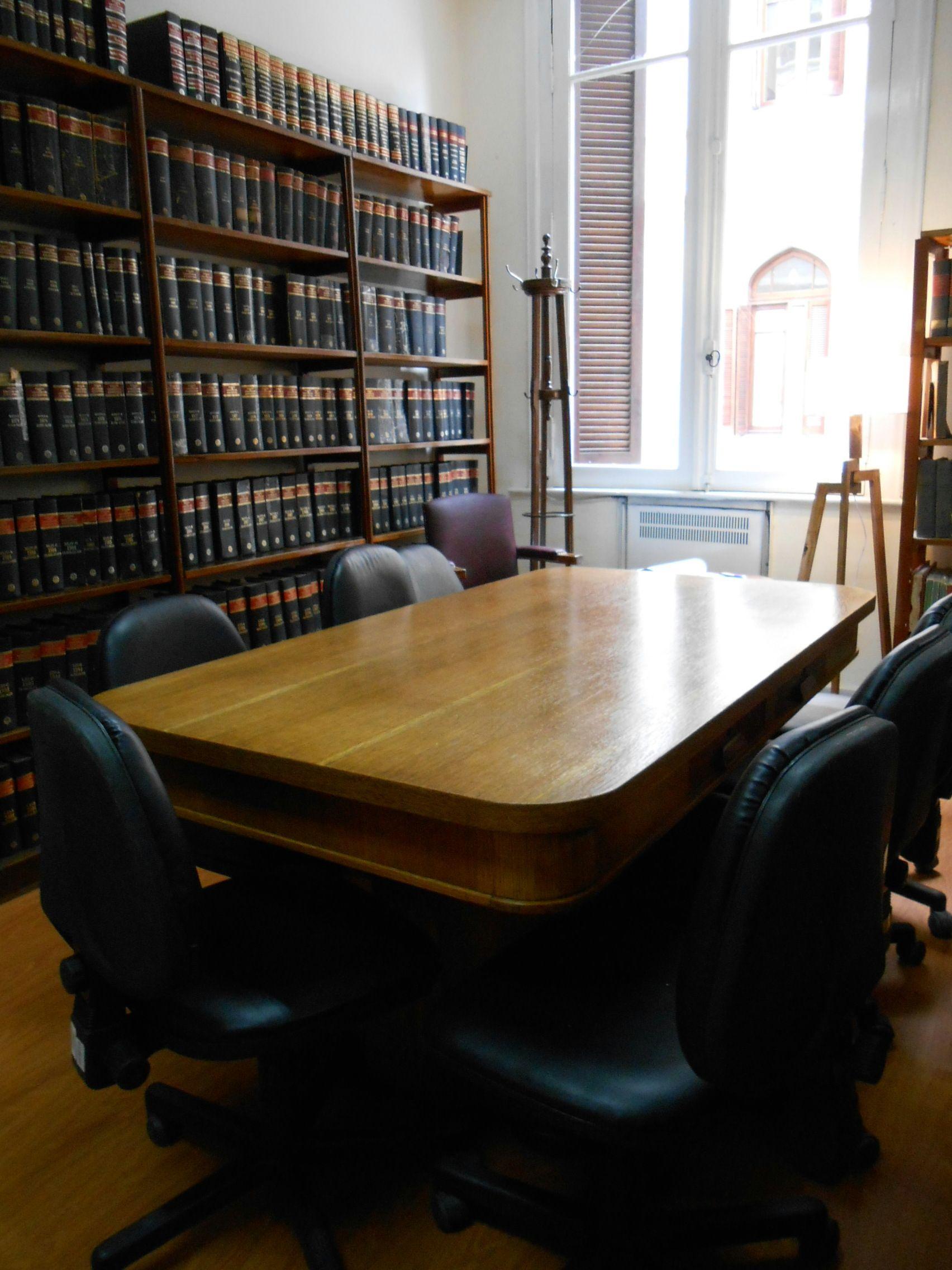 La sala de lectura totalmente renovada: paredes y marcos de ventanas ...
