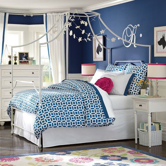 Maison Canopy Bed images