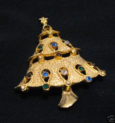 Fashion Holiday Jewelry Rhinestone Goldtone Christmas Tree Pin