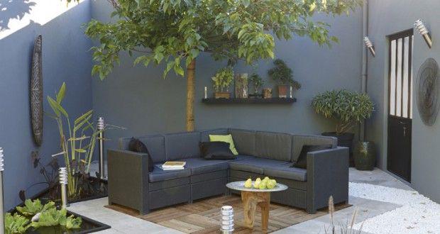 Déco terrasse bois et galets salon de jardin gris