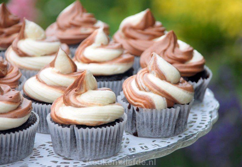 Chocolade cupcakes met tweekleurenfrosting