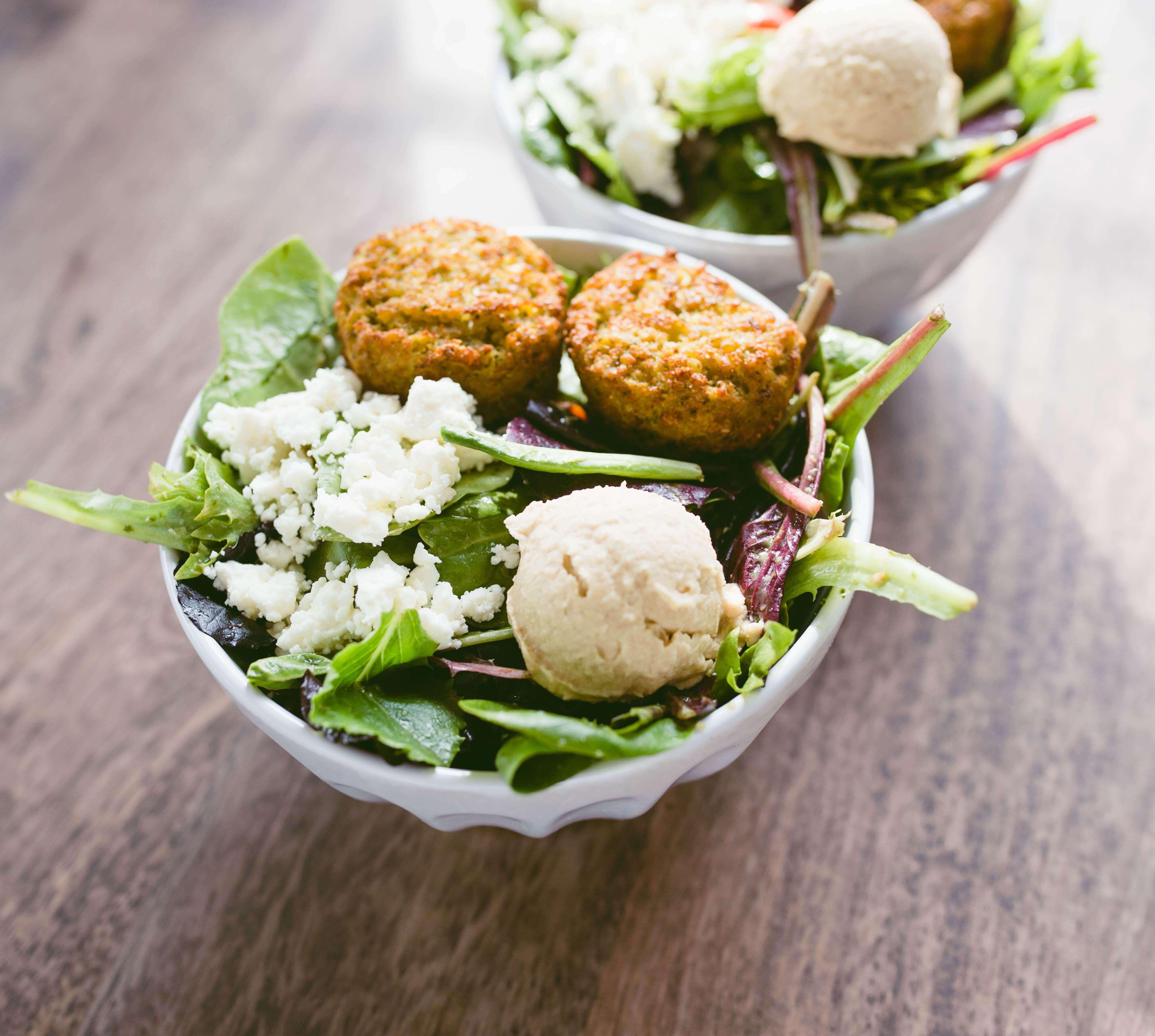 Sweetgreen Hummus Tahina Salad At Home Twinspiration Spring Mix Salad Green Goddess Salad Dressing Quick Easy Meals [ 3648 x 4067 Pixel ]