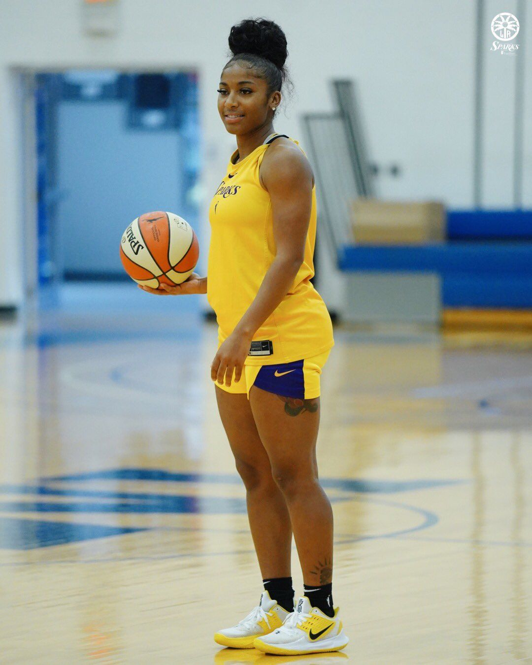 Los Angeles Sparks On Twitter In 2020 Basketball Girls Outfits Basketball Girls Womens Basketball
