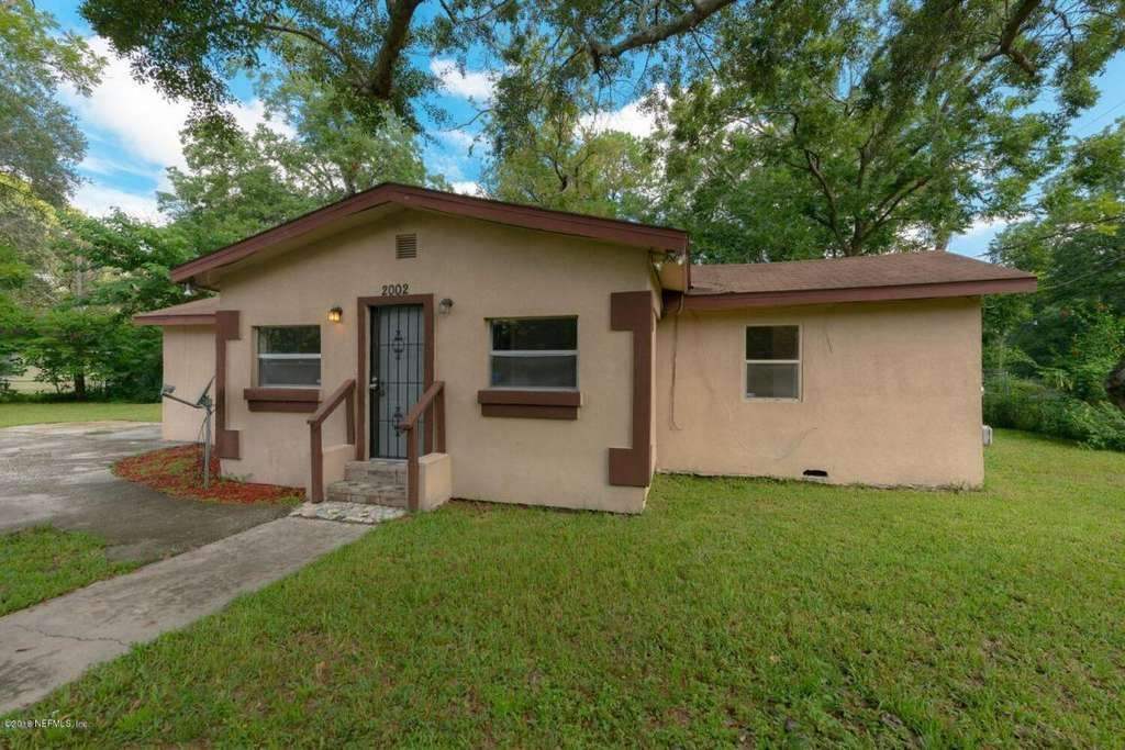 Beautifully renovated open floor ... concept home located on a large ...